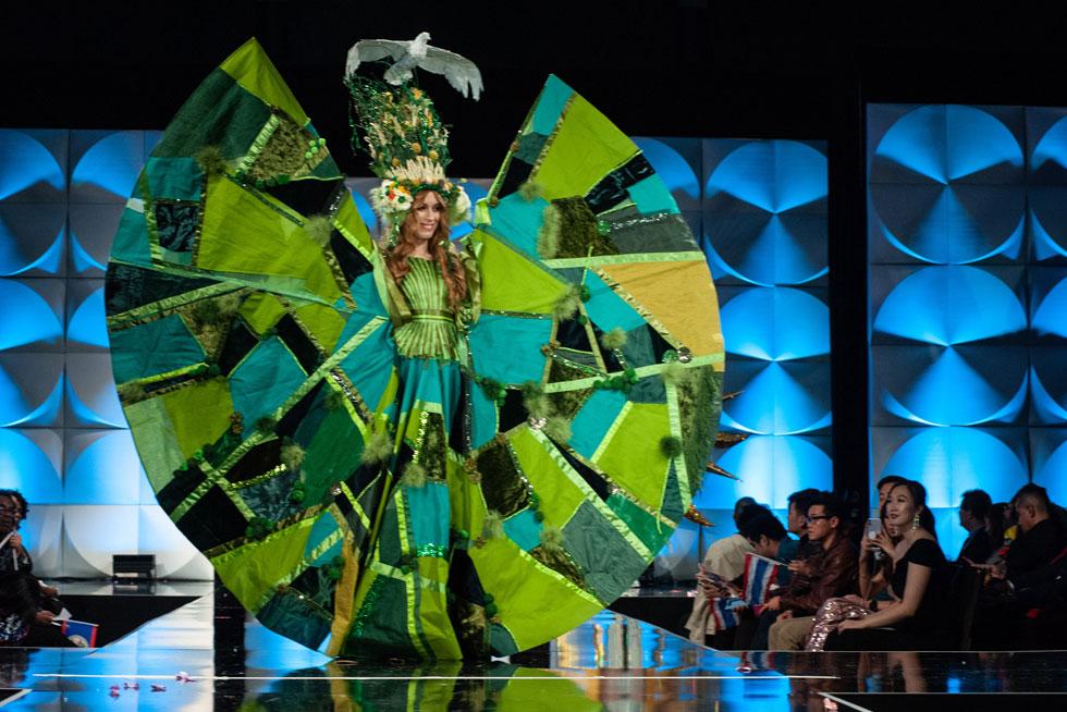 הירוק שולט. מיס אוסטרליה  (צילום: Patrick Prather, Miss Universe)