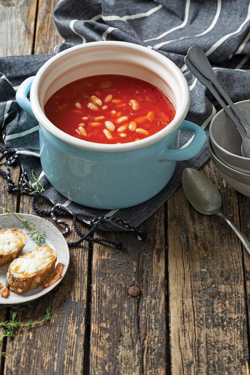 מרק עגבניות ושעועית (צילום: בועז לביא, סגנון: ענת לבל)