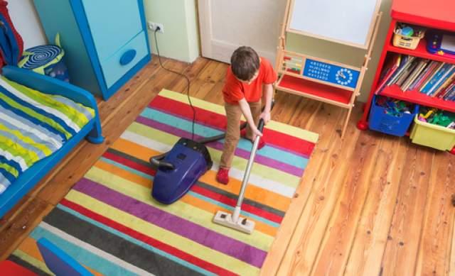 Научите ребенка убирать свою комнату. Фото: shutterstock