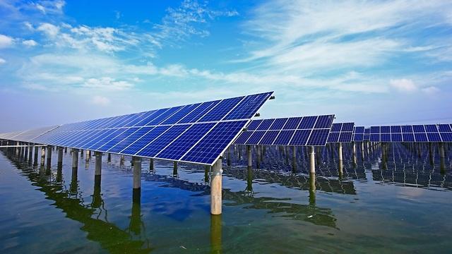 אנרגיה סולארית בים (צילום: shuttersotck)