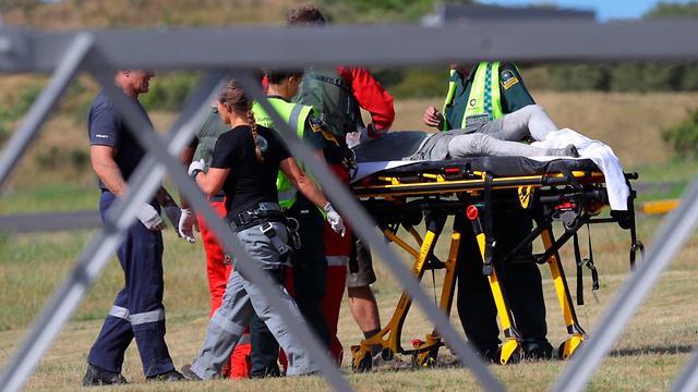 פינוי פצועים (צילום: AP)