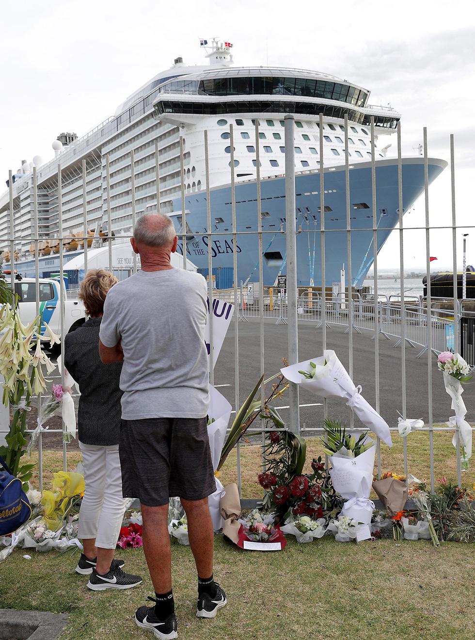 ספינת התענוגות  The Ovation of the Seas דווח שרבים מהקורבנות ב התפרצות הר געש האי הלבן היו נוסעיה (צילום: EPA)