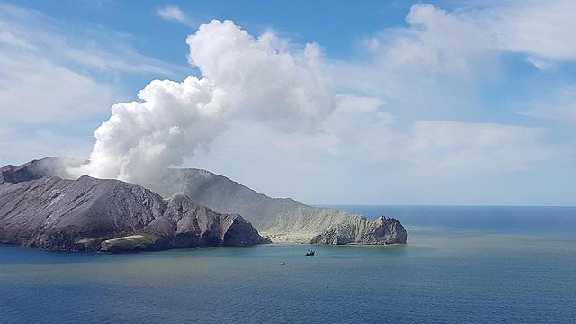 הר געש האי הלבן ב ניו זלינד התפרצות געשית (צילום: EPA)