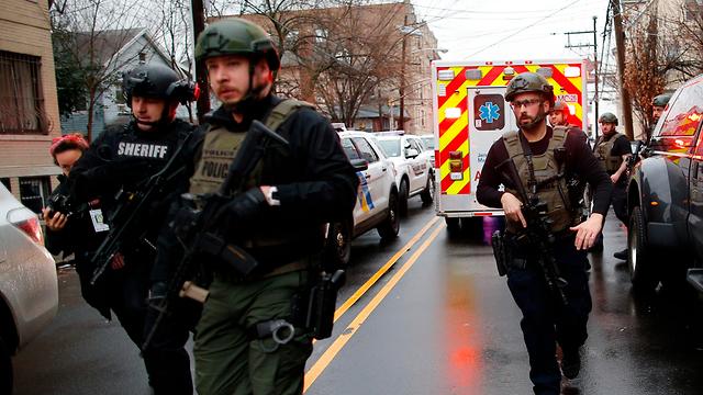 ירי ברחוב מרטין לוטר קינג' בניו גרזי  (צילום:  AP)