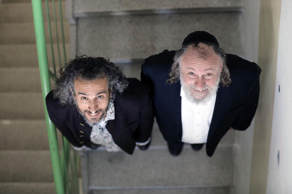האחד למד בבית ספר דתי והפך לחילוני, השני גדל כחילוני והגיע למאה שערים  (צילום: גיל שני)