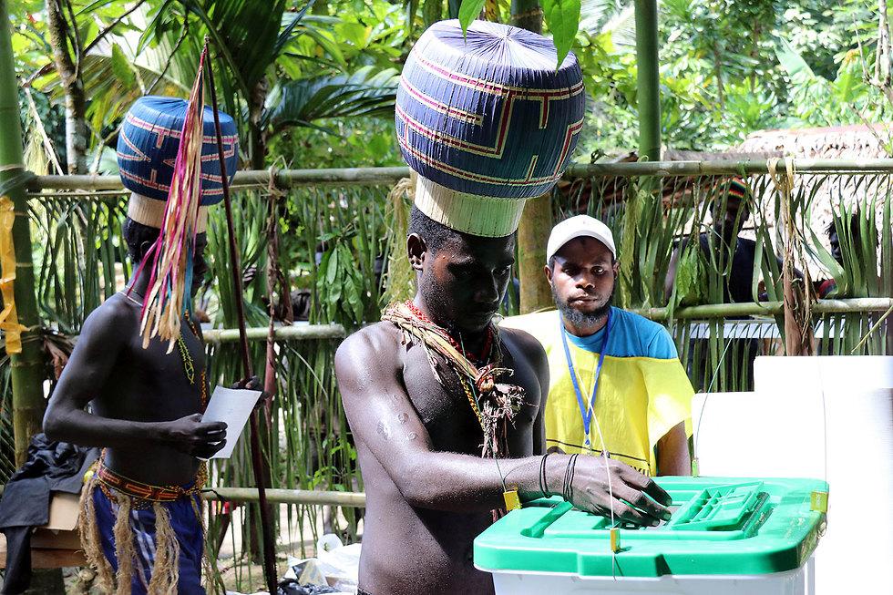 חברי קהילת קונואה ב בוגנוויל מצביעים ב משאל עם על עצמאות (צילום: רויטרס)