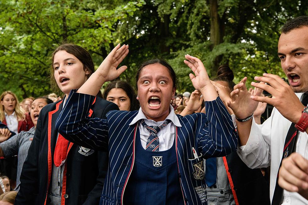 תמונות השנה AFP תלמידים ריקוד האקה ניו זילנד לכבוש נרצחי כרייסטצ'רץ' (צילום: AFP)