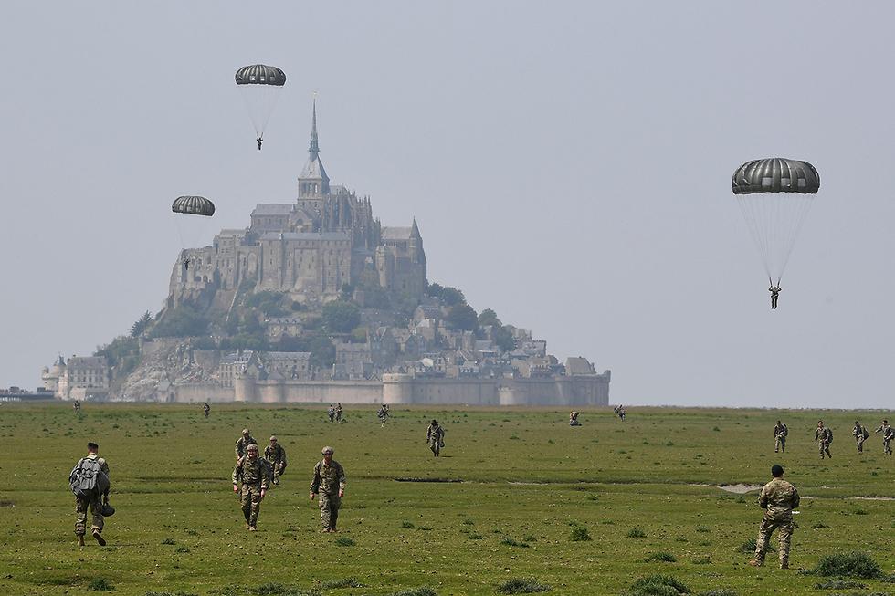 תמונות השנה AFP צנחנים אמריקנים צרפת לקראת 75 שנה לנורמנדי (צילום: AFP)