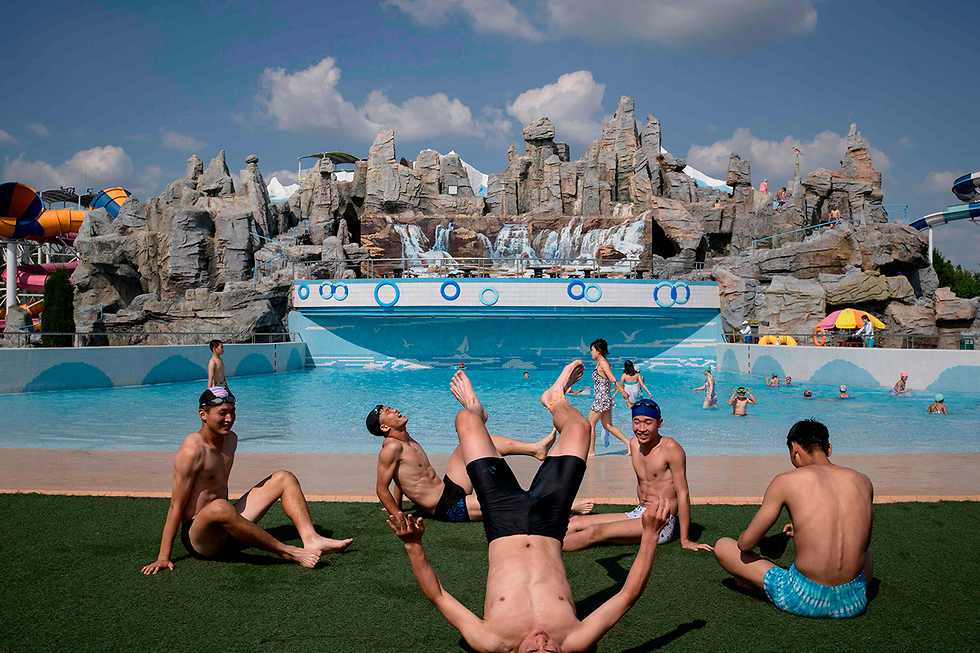תמונות השנה AFP פארק מים פיונגיאנג (צילום: AFP)