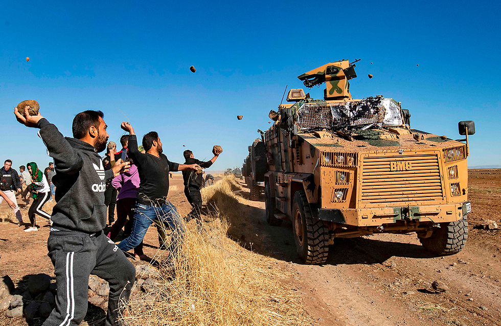 תמונות השנה AFP מפגינים כורדים קבנים על סיור רוסי טורקי אזור חסקה סוריה (צילום: AFP)