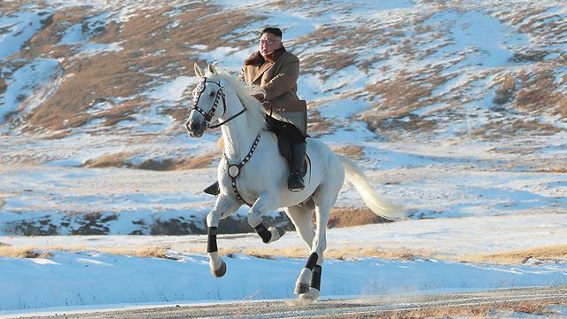 תמונות השנה AFP קים ג'ונג און סוס לבן (צילום: AFP)