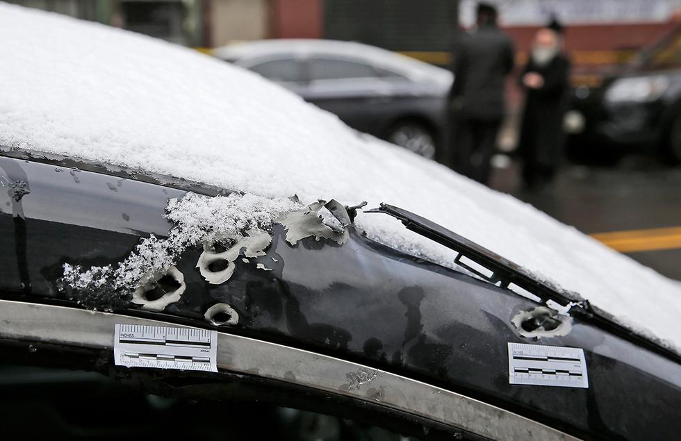 זירת הירי בניו ג'רזי  (צילום: AP)