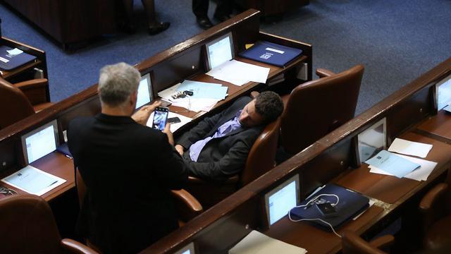הצבעת החוק בקריאה שניה ושלישית לפיזור הכנסת והקדמת תאריך הבחירות השלישיות (צילום: אלכס קולומויסקי)