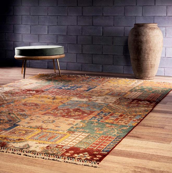 שטיחי הטלאים הופיעו בזירה לפני כמה שנים, והם מעוצבים כחיבור של חלקי שטיחים שונים – מסורתיים או מודרניים – המניב מופע מקורי. ''כרמל פלור דיזיין''