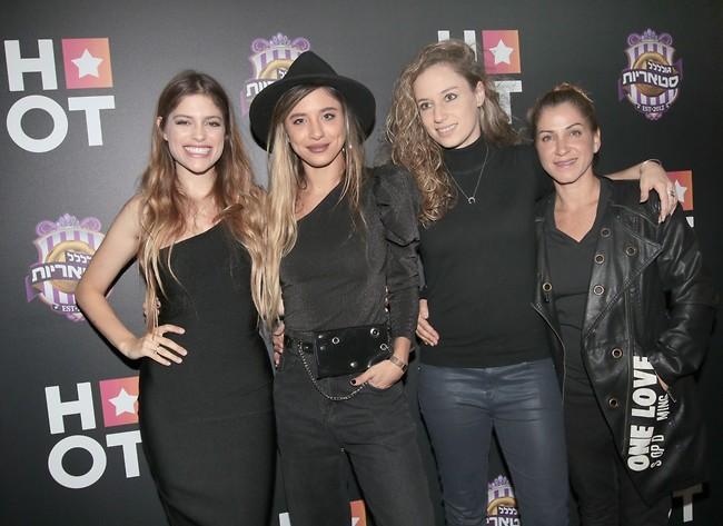 נשים בשחור. לירון רביבו, האחיות סנדל ומיטל דיין (צילום: ענת מוסברג)