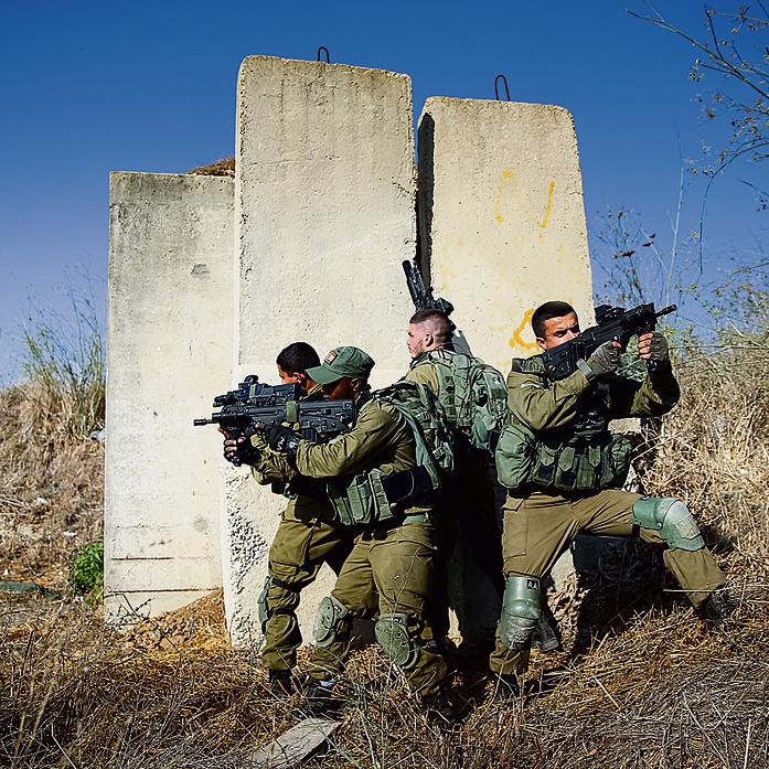 היורשים. צוות אוגוסט 2019 בזמן אימון השתלטות על בתי אויב | צילום: אלכס קולומויסקי