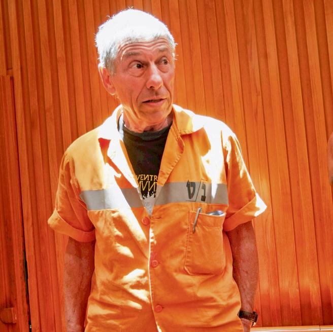 גולדבלט במדי אסיר, בזמן הערעור לעליון | צילום: אלכס קולומויסקי