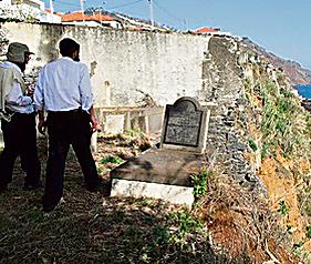 הקברים בסכנת הידרדרות על קצה המצוק