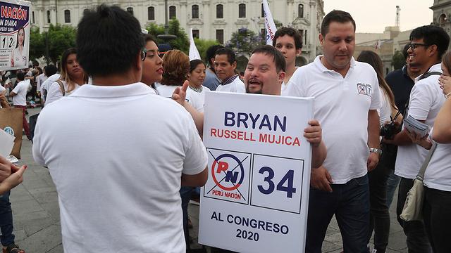 בראיין ראסל בעל תסמונת דאון רץ ב בחירות ב פרו  (צילום: AP)