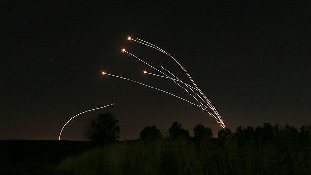 תמונות השנה AP יירוטים של כיפת ברזל ליד שדרות  (צילום: AP)