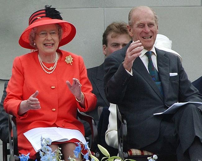 אהבה של פעם בחיים. הנסיך פיליפ והמלכה אליזבת (צילום: Ap)