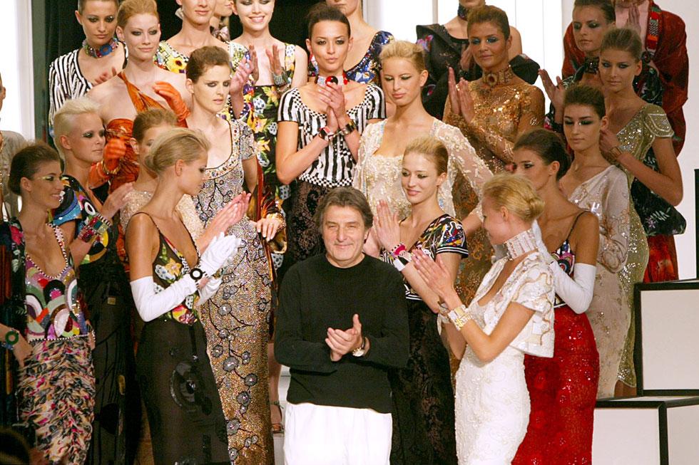 """""""אסור ללבוש שמלה, צריך לחיות בה"""". 2003 (צילום: AP)"""