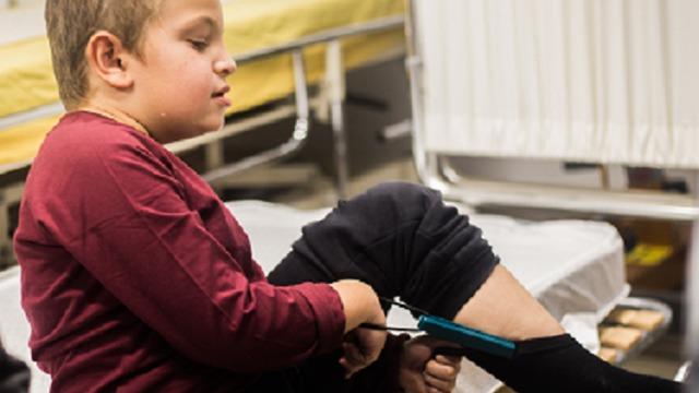 מיכאל - ילד משתקם בבית חולים אלין ()