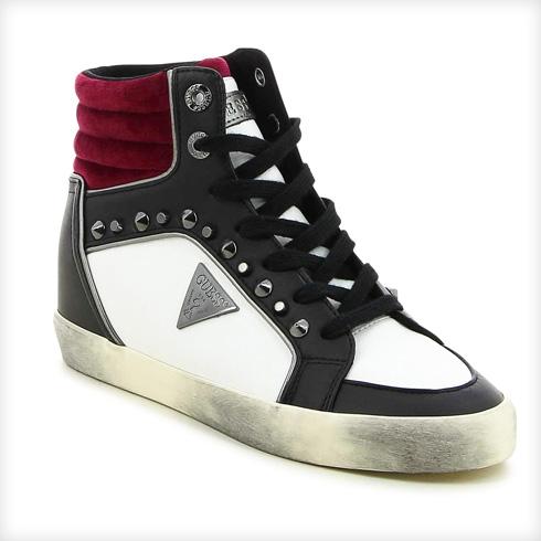 שואו אוף ואן קליין. עד 50 אחוז הנחה על קולקציות הנעליים לחורף  (צילום: מאי דגן)