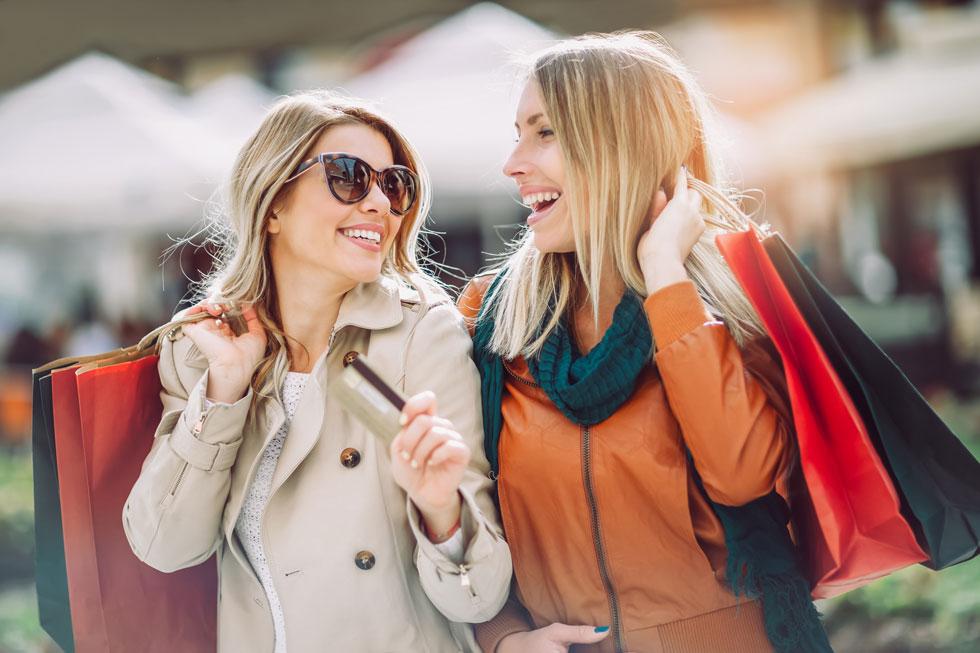 אם את מתעקשת לא לקנות לבד, תדאגי שהפרטנר שלך יהיה בעל אותו טעם אופנתי, או לפחות יבין אותו (צילום: Shutterstock)