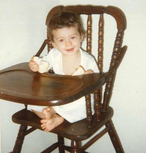 """""""ידעתי מאז ומעולם שאני מאומצת"""". לוריין כתינוקת (צילום: אלבום פרטי)"""