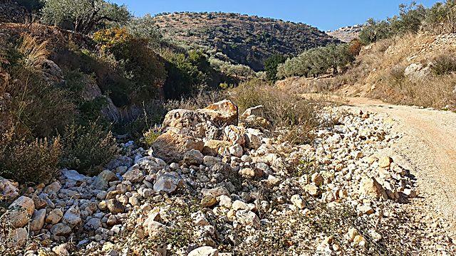 תצפית על המבצר החשמונאי. פעם סתם גבעה והיום - חלק ממורשת ישראל (צילום: אסף קמר)