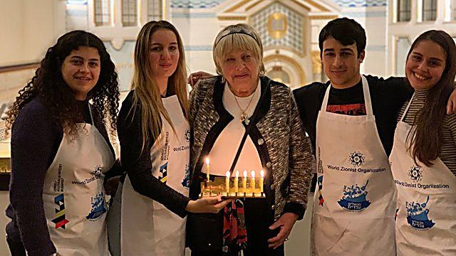 המתנדבים: מימין לשמאל- אלה , להב, ליבי וארל (באדיבות ההסתדרות הציונית העולמית )