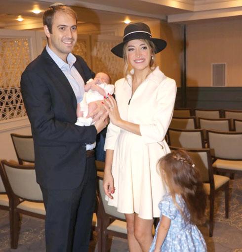 עם ילדיה היילי ובניה ובעלה אייברי שוורץ (צילום: ניר פקין)