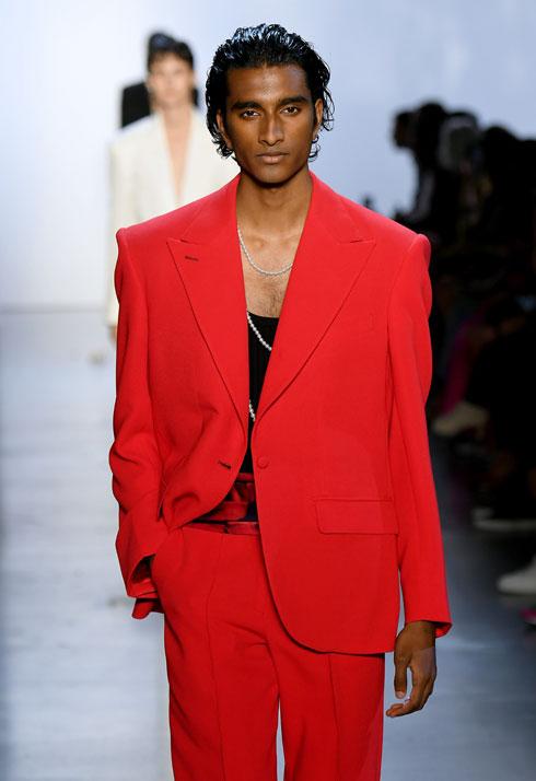 פועל למען רבגוניות בענף האופנה. ג'ינו מאהדרבן בתצוגה של פרבל גורונג (צילום: Mike Coppola/GettyimagesIL)