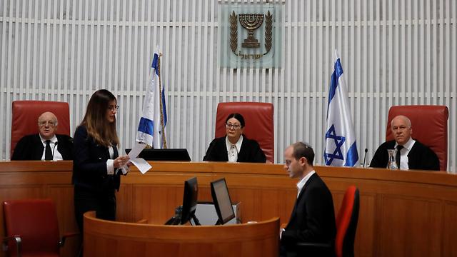 השופטים בבית המשפט הלעיון (צילום: רויטרס)