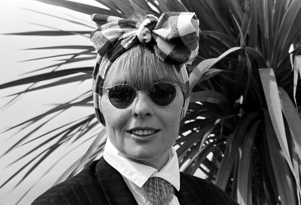 הניו יורקית הטיפוסית, לפי קיטון, היא אינטלקטואלית, נוירוטית שאוהבת ללבוש בגדי גברים, מדברת הרבה ומהר. 1987 (צילום: AP)