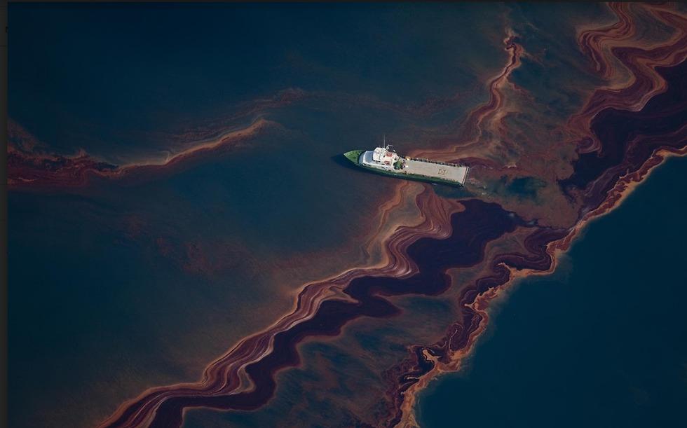 (צילום:  Daniel Beltrá / Greenpeace)