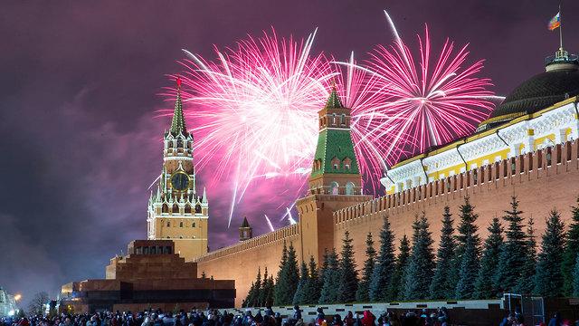 הכיכר האדומה מוסקבה רוסיה חגיגות השנה החדשה 2020 (צילום: AP)