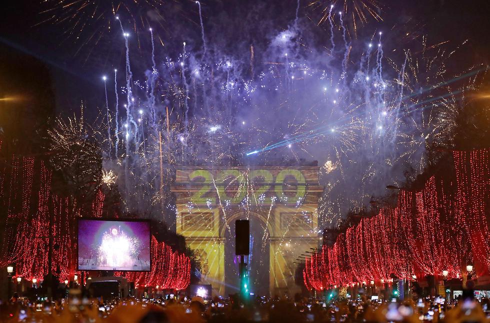 חגיגות השנה החדשה שנה אזרחית חדשה 2020 פריז  זיקוקים (צילום: AP)