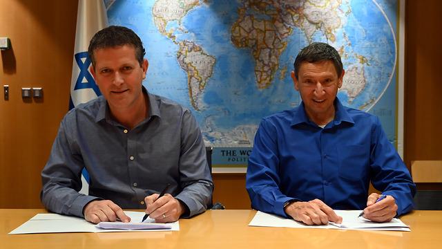 חתימת הסכם הקמת טורבינות רוח בצפון מנכ