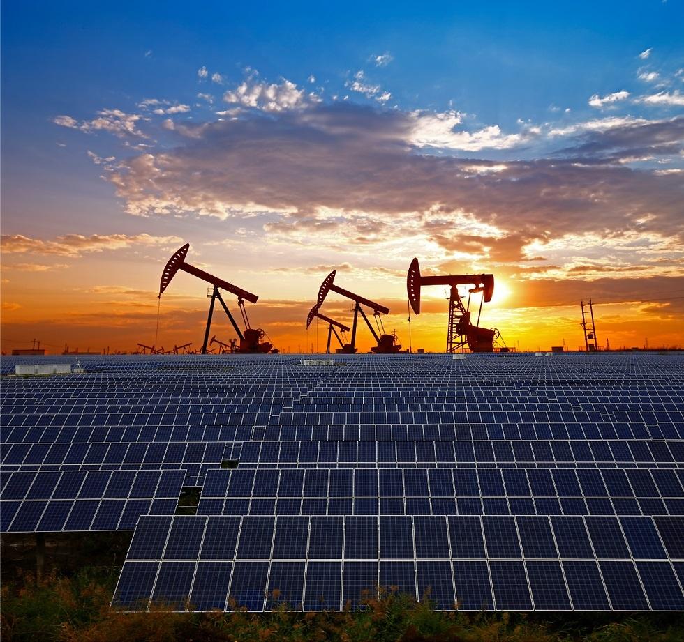 אנרגיית מאובנים מול אנרגיה סולארית (צילום: shuttersotck)