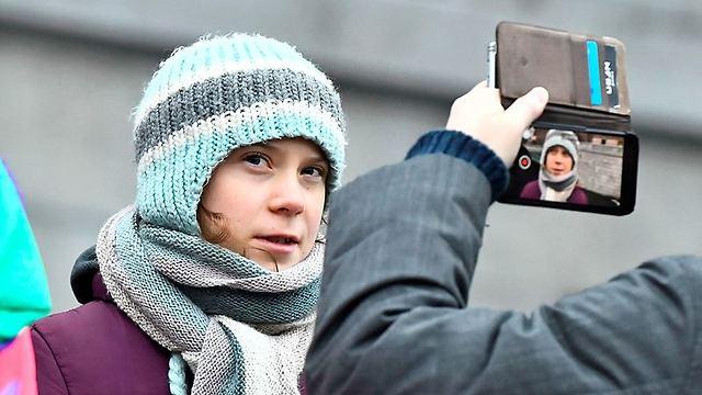 במקום לחגוג, מפגינה בשטוקהולם. גרטה טונברג (צילום: AFP)