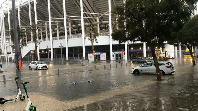 הצפות באצטדיון בלומפילד ביפו (צילום: אליאס רותם)