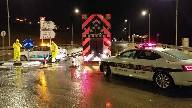 כביש 90 נחסם לתנועה (צילום: דוברות המשטרה )