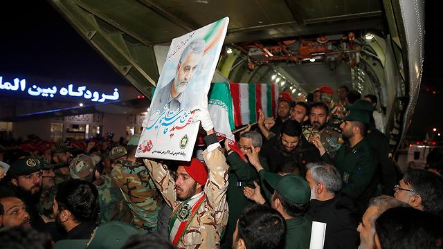 Останки Сулеймани доставлены в Иран. Фото: EPA