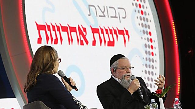 הרב פירר והעיתונאית סיוון רהב מאיר (צילום: אלכס קולומויסקי)