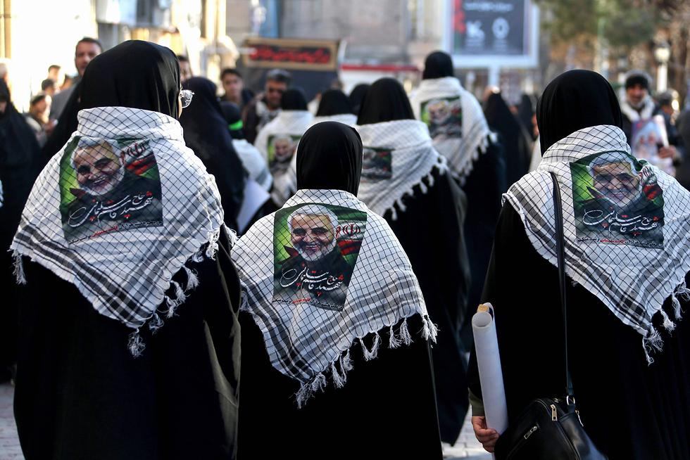 איראן כרמאן הלוויה קאסם סולימאני (צילום: AFP)