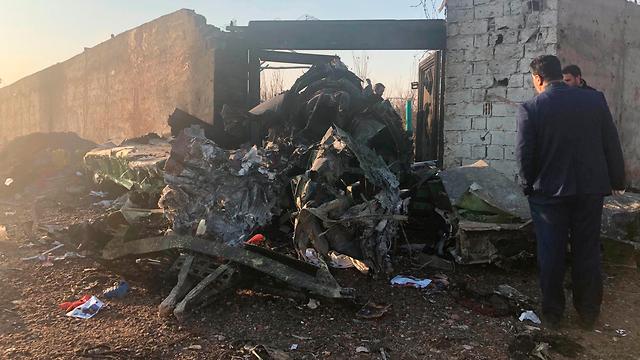 זירת התרסקות המטוס האוקראיני (צילום: AP)