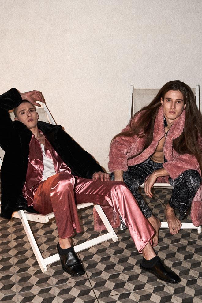 בר במעיל, Bo-E | חליפה, לילך אלגרבלי | גופייה, דלתא | כפכפים, בלנסיאגה. תום במעיל, Ink | חליפה, טומי הילפיגר  (צילום: רחלי פרידמן)