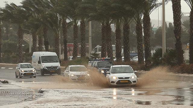 הצפות בחיפה (צילום: אלעד גרשגורן)